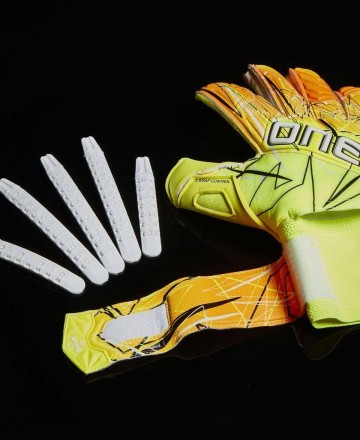 Goalkeeper gloves for children yellow