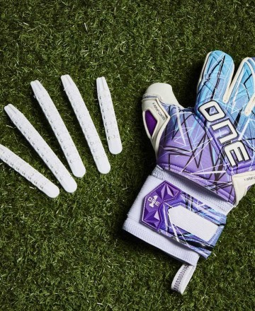 Buy goalkeeper gloves with protections